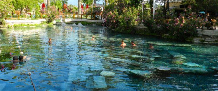 چشمه آب گرم پاموکاله ترکیه